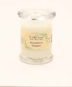 status candle strawberry daiquiri 8oz
